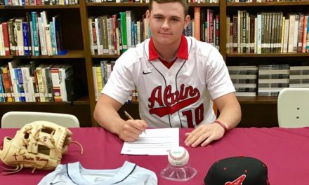 Murray Signs with Alvin Community College