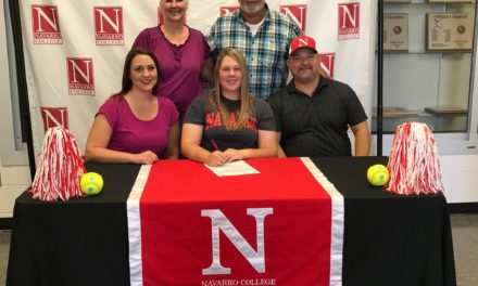 Zalesky Signs with Navarro College